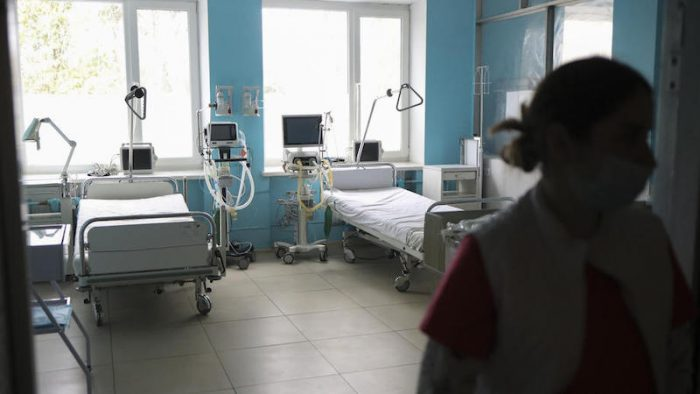 epa08317205 Medical workers operate in a ward of a city clinical hospital after it was re-equipped as an isolation ward for possible coronavirus infected people in Lviv, Ukraine, 23 March 2020. On 11 March 2020, the Cabinet of Ministers moved to introduce a national quarantine across Ukraine from 12 March to 03 April 2020. As of the morning of 23 March, a total of 73 confirmed cases of COVID-19 were recorded, of which 3 were lethal. One recovery was also recorded.  EPA-EFE/ROMAN BALUK