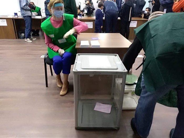 12:00 საათის მონაცემებით, ზუგდიდის #27-ე მაჟორიტარულ ოლქში არჩევნებში 12 830-მა მოქალაქემ მიიღო მონაწილეობა