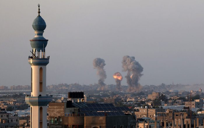 Smoke and flames rise after an Israeli airstrike iin the southern Gaza Strip, amid the most intense Israeli-Palestinian hostilities in seven years. May 12, 2021. Photo by Abed Rahim Khatib/Flash90  *** Local Caption *** òæä øöåòú òæä ôìñèéðéí ôéöåõ ú÷éôä àååéøéú çéì àåéø çîàñ